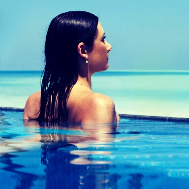 How to stop pool water damaging your hair!