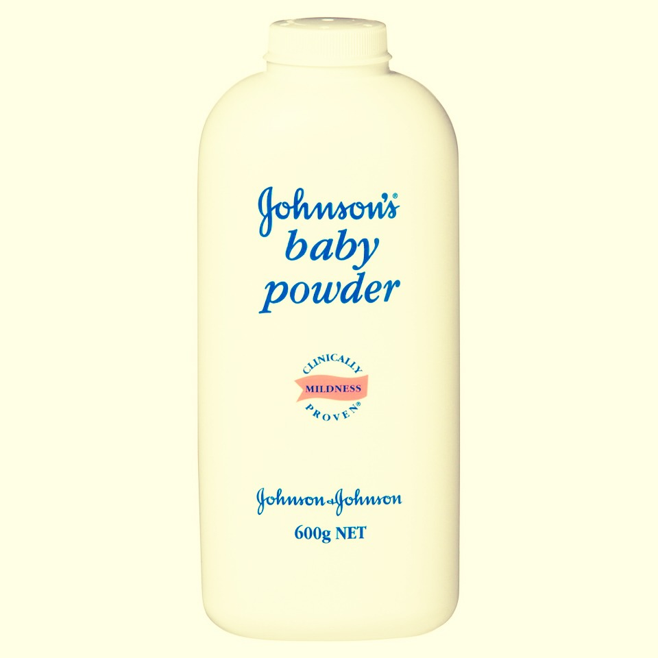 Step 4: Apply your favourite baby powder to the tips of your eyelashes. This will separate each eyelash from each other