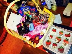 Ideas of hampers to make your girl to make her feel special and cheer herup