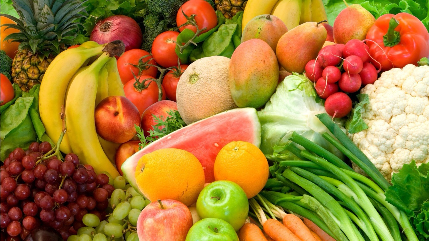 Fruits & veggies  Many fruits and vegetables also contain important nutrients to help fight off illnesses that can promote bad breath. When selecting produce, make sure that you select organic fruits and vegetables to increase the health benefits and avoid ingestion of harmful chemicals.