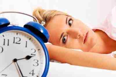 23. Insomnia Some people who are depressed spend their nights worrying and experience insomnia. They may resort to taking sleeping medication or drinking alcohol in order to try to get rest.