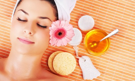 BEAUTY 5. Moisturizer: Rub honey on dry skin and let sit for 30 mins then wash off  6. Condition: Add a tsp to your shampoo. You can combine honey with olive oil and let sit for 20 minutes with your hair wrapped up in a towel,