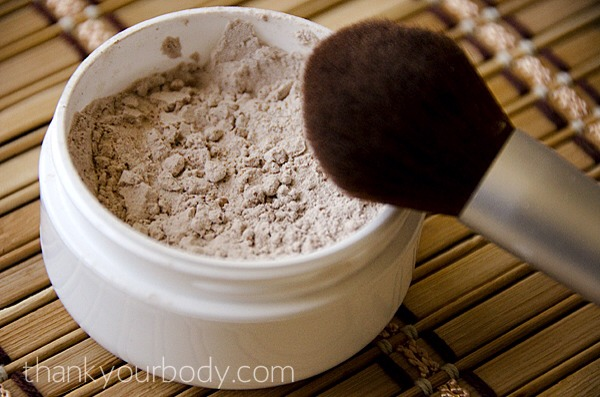 Directions:  1. Start with a base of arrowroot powder (1 tsp. for dark skin – 1 Tbs. for light skin) 2. Slowly add in one or combination of the cocoa powder, cinnamon, or nutmeg until you reach your desired tone.
