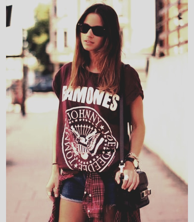 Cute outfit with MINIMAL effort! Tee, flannel, and your favorite pair of shorts!