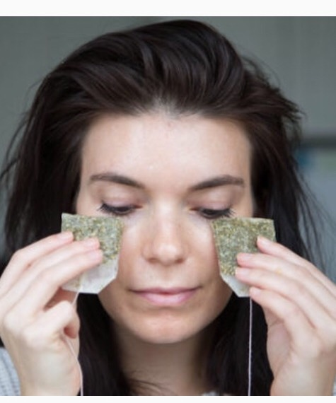 Use cold green tea bags to decrease the puffiness under your eyes. Place it under your skin for five minutes.