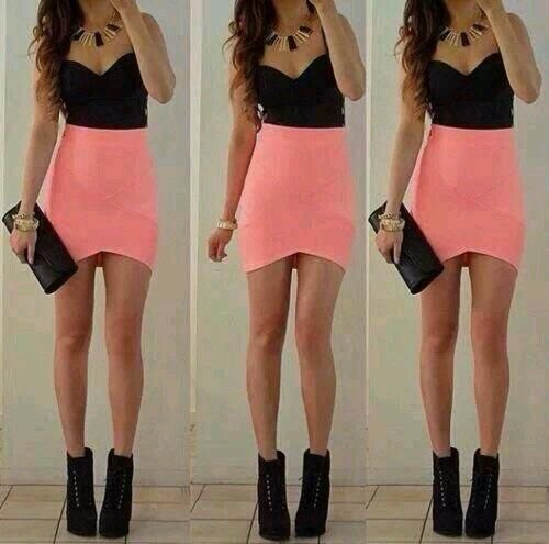 Dinner first date Something that's shows of your figure Usually a dress which show a bit of leg Try not to pick out there colours, use baby pink, black, cream, navy or red as they normally look best x