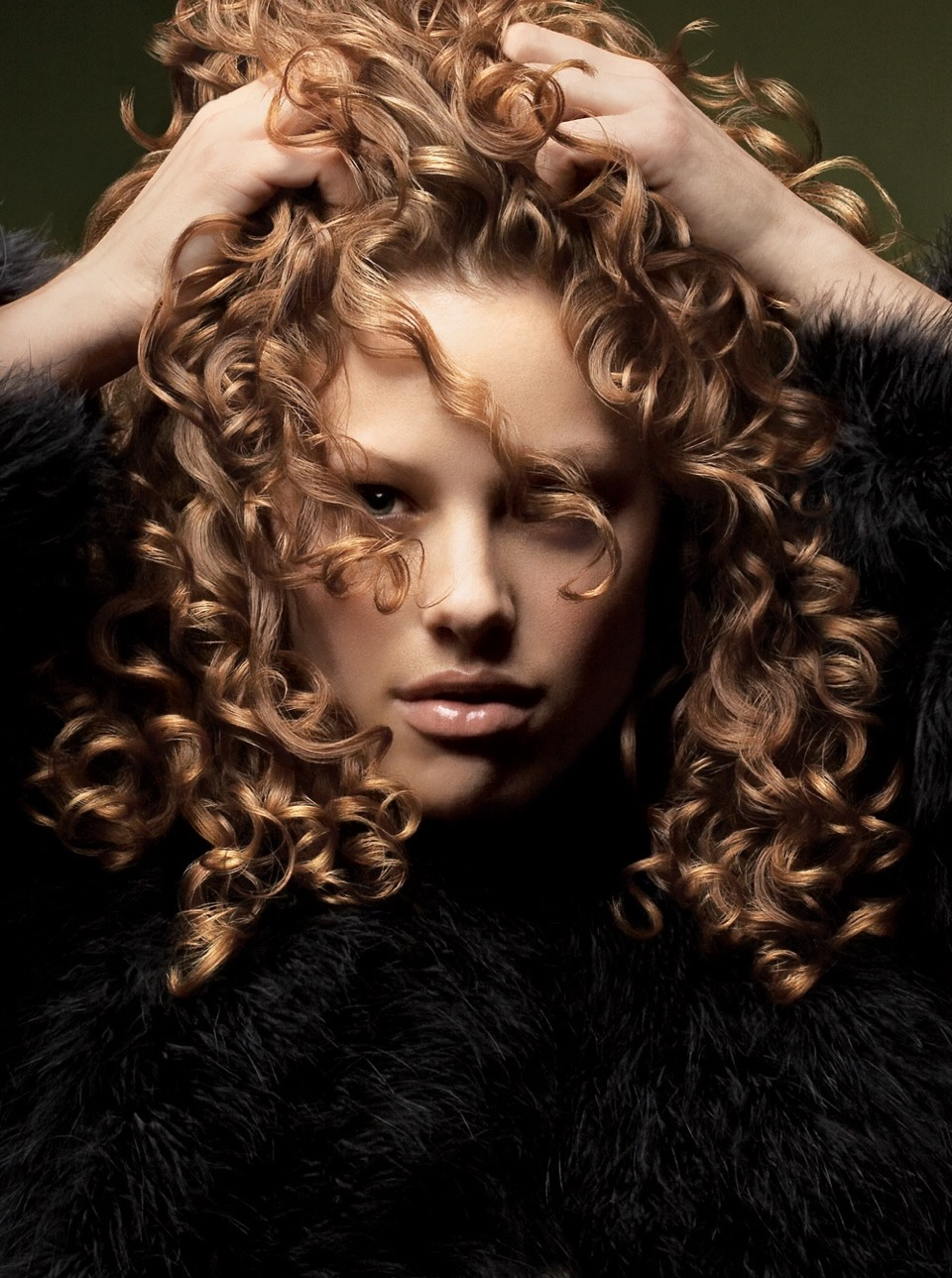 4. Turn on the dryer and dry your hair without fly always or frizz.