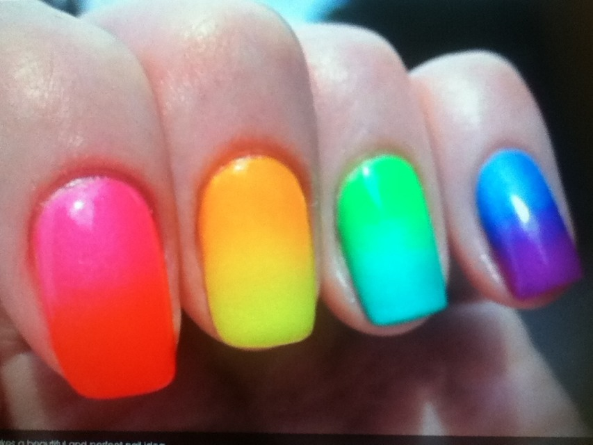 Love the fuze of colors, it makes a beautiful and perfect nail idea.