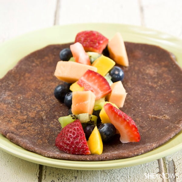 Step eleven Add a handful of blueberries, several pieces of diced kiwi, a few pieces of chopped mango, several pieces of diced papaya and a handful of strawberries to the center of one chocolate tortilla.