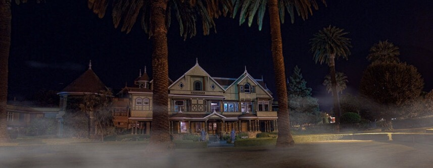 5. The Winchester Mystery House  In San Jose you can find this victorian mansion that has 160-rooms and is constructed pretty much like a maze, filled with mile-long hallways and secret passages. this would be cool but freaky at night time 👊😕