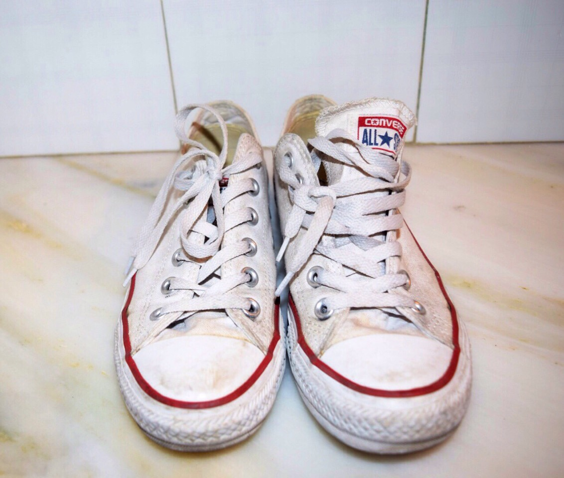 cd1dc4f0a51540 I don t have white converse but I own a pair of white vans( it will work on  any shoe) and they were getting so dirty and I didn t know what to do