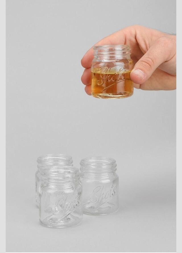 Mason jars as shot glasses. Super cute 😃😃