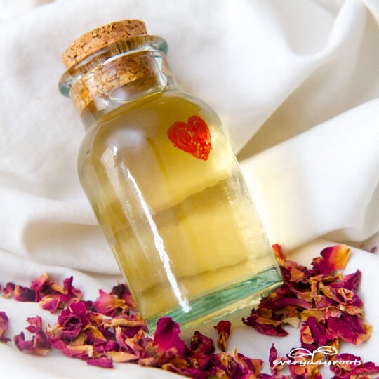 What better way to welcome the new season than with love? This Edible love potion will allow you and your significant other to do that. The ingredients are all natural and perfect for Spring 💕