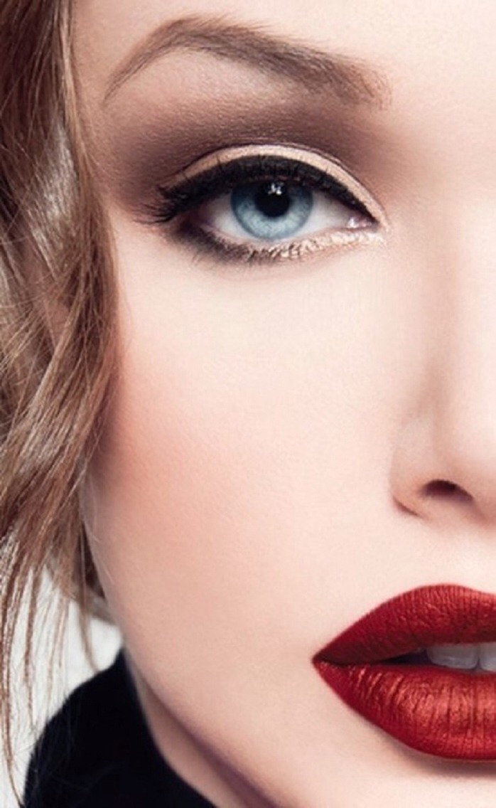 EYE-LINER ... If you are having trouble choosing the right eye-liner, keep reading this beauty tip for pale skin. It's best to go with eye-liner that is a shade or two darker than your eye shadow. One thing is for sure, you never want to go lighter.
