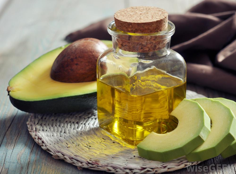 Avocado Honey Moisturizing Face Mask Ingredients:1/2 ripe avocado 1 tbs honey Instructions: Mash avocado in honey until smooth. Apply to clean, dry face and allow to sit for 10 minutes. Rinse well with warm water and pat dry.