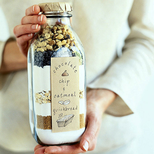 Put in a bottle for this idea 2 cups all-purpose flour, 1 cup rolled oats, 1/2 cup granulated sugar, 1/2 cup brown sugar, 2 teaspoons baking powder, 1 teaspoon baking soda, 1/2 teaspoon cinnamon, 1/2 teaspoon salt, 1/2 cup chopped walnuts, and 1/2 cup miniature chocolate chips.