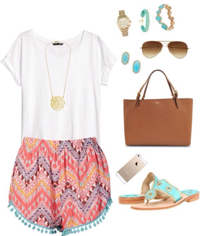 Maybe going to an amusement park? The zoo? This outfit is perfect for a semi- casual outing somewhere around town🌅