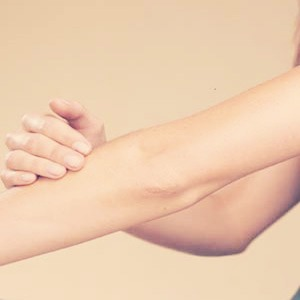 1. Since winter is around the corner, use Vaseline on your elbows or knees to prevent them from drying and cracking.