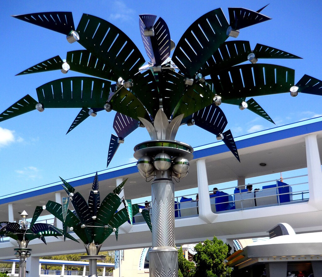 """The metal """"palm trees"""" in Tomorrowland fold up at night and open during the day just like flowers! 🌴 ☀️During the day, they collect solar energy."""