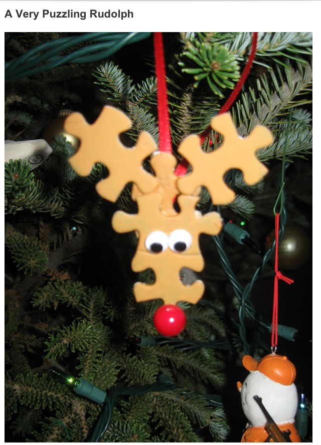 Aren't these cute? :) paint some puzzle pieces and glue them together in the shape of little reindeer heads :) very easy and make adorable decorations!
