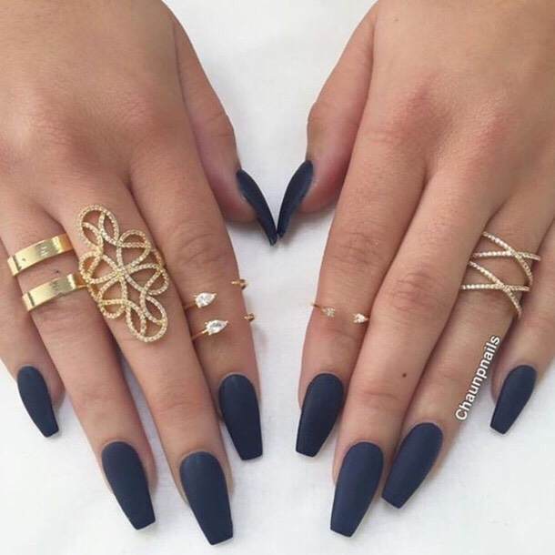 Again, the long nails and gold look so cute together! Super fancy!