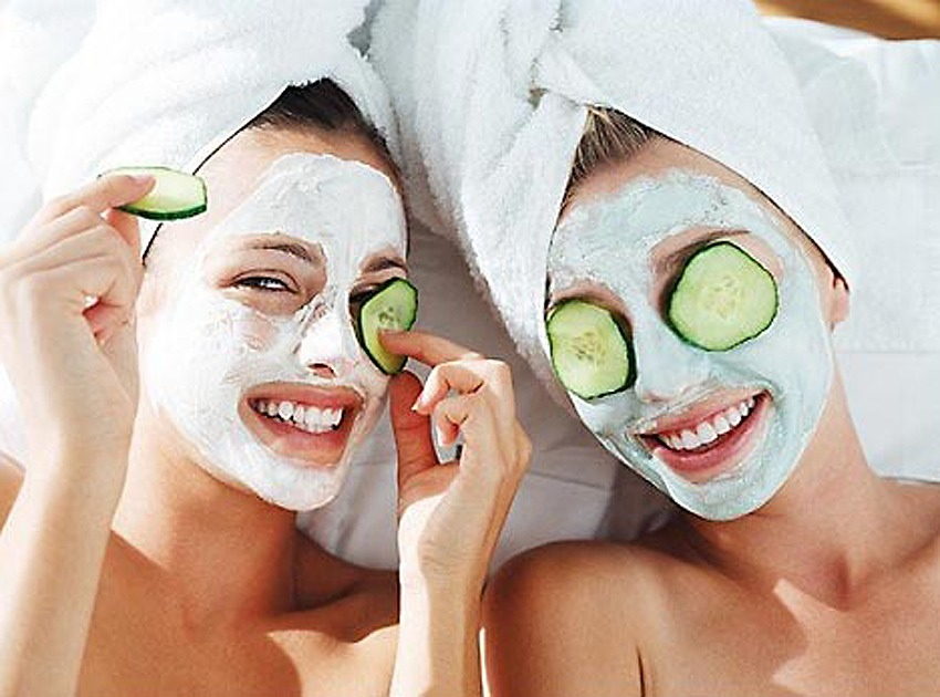 Have a day spa with your mates, with face masks 👯 & nail painting 💅