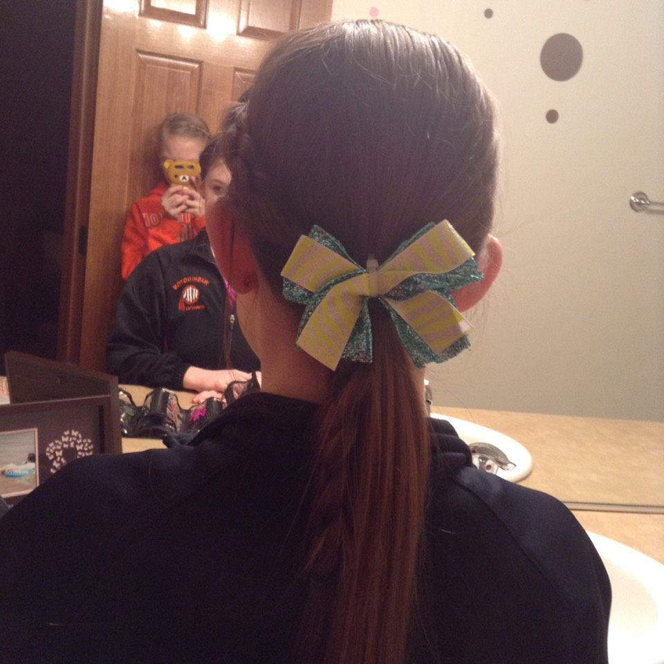 Easy DIY bow, I'll make a different tip on how just to make this