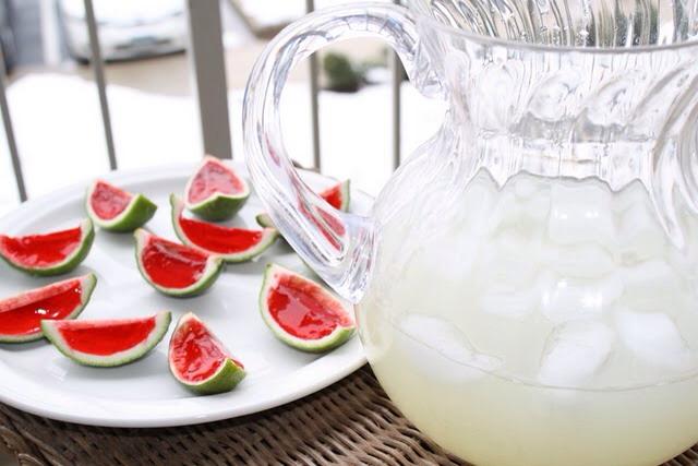 Recipe :  http://www.thatssomichelle.com/2011/02/fancy-watermelon-jello-shooters.html?m=1