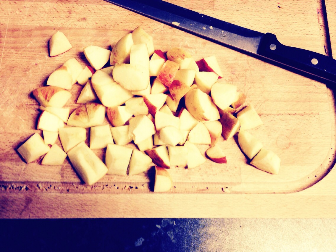 Chop up 3 apples (roughly) of your choice- dosnt have to be ripe. ☺️