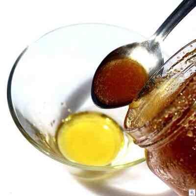 Step 2 Next, add one-half teaspoon of honey.