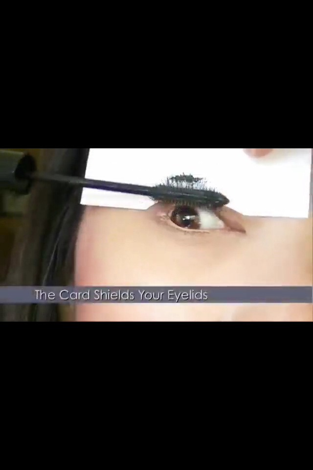 18. Avoid mascara ruining your eyeshadow by using a business card as a shield.