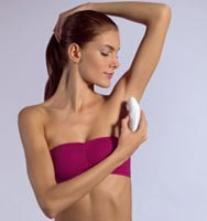 4. Hold the Skin Taut - Don't forget to hold the skin taut. It helps with the pain and it's the key to an efficient epilation. When epilating your underarms, raise your hands over your head and stretch them as much as you can if you don't want to pinch your skin.
