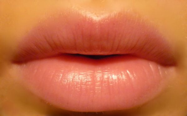 2-Moisturize your lips (IMPORTANT)   NOT moisturizing the lips at all before applying matte lipstick is definitely a bigger blunder than applying a lip balm or lip gloss as overtime the lips lose their moisture and end up looking lifeless and cracked.