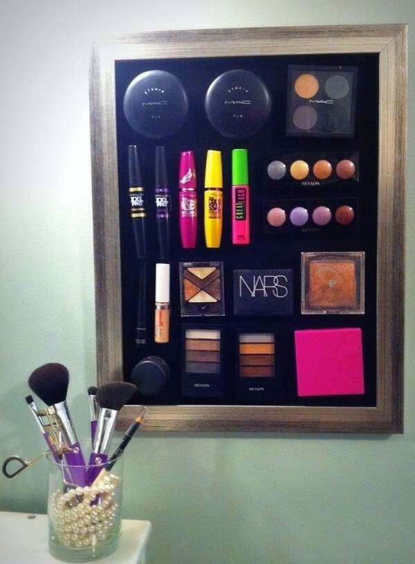 Use magnets to organise your favourite makeup products!