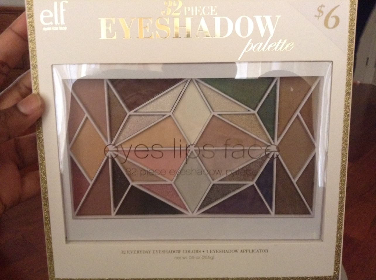 32 eyeshadow palette for only $6! That's a steal! 😃😂❤️