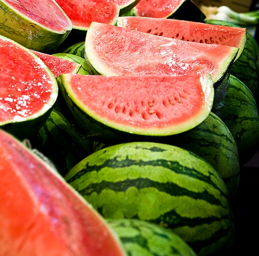 Watermelon is a cool fruit that everyone loves to eat in the summer.