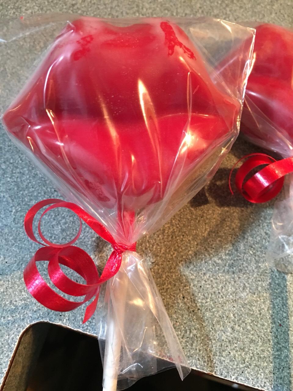Pucker up chocolate pops 💋