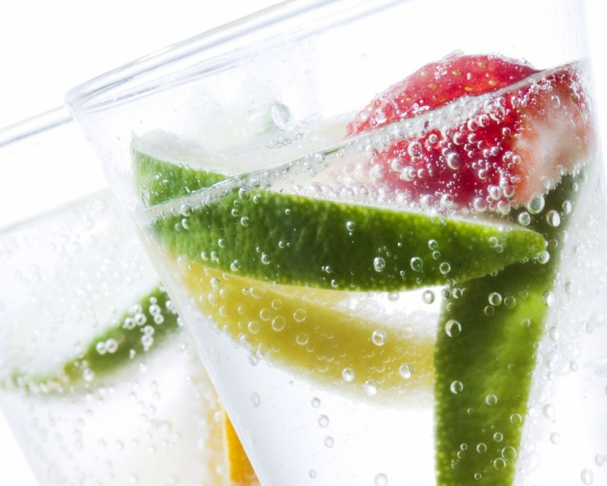 Needed ingredients:  1 grapefruit 1 tangerine 1/2 cucumber 2 peppermint leaves Ice (optional)
