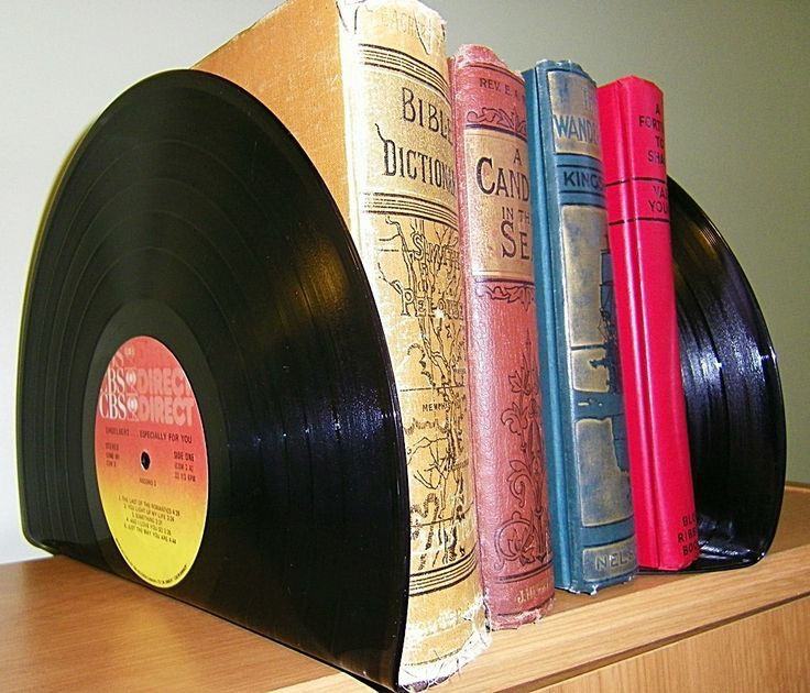 Books and vinyl...these are a few of my favourite things 🎼