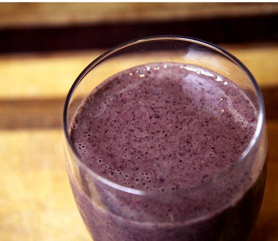Forget doing another set of crunches at the gym. Tomorrow morning, sip on this deliciously sweet smoothie packed with ingredients that fight belly fat and reduce bloating