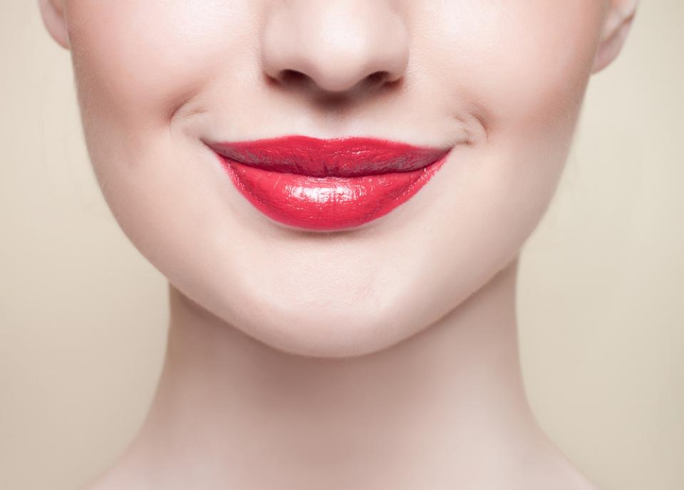 High-gloss sheer lipstick attracts the sun UV rays to your lips. To prevent this, wear a lip balm with an SPF 30.