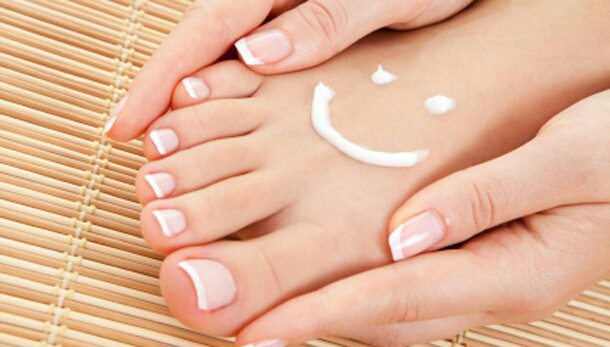 Yikes! Yellow Nails? Here\'s How to Fix That: by Organic Momma - Musely