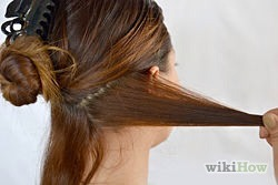 Place 1-2 inches (2.5 - 5 cm) of hair in the iron. You can start about 3-4 inches (7.6-10.1 cm) down your hair. If you curl it from the very top, your hair will look too poofy.