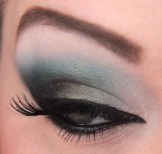 If you're hesitant of trying this colour, try adding just a small bit in like this. A simple smokey eye that fades into serenity looks beautiful!
