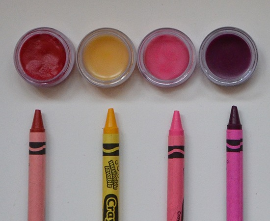How to make cartoon lipstick with crayons at homemade