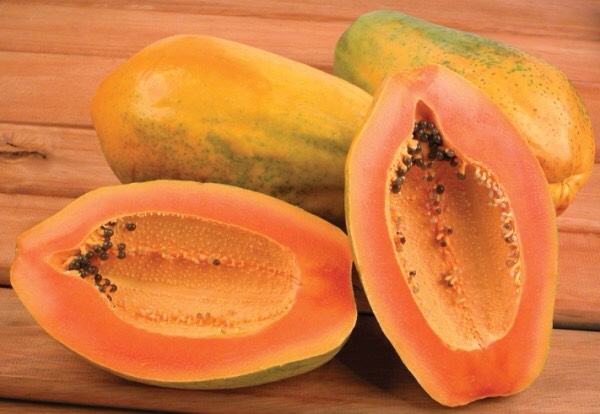 3⃣PAPAYA has a wonderful tropical scent while also having a ton of skincare benefits. The fruit is a mild exfoliator, which helps it slough off dead skin cells & reveal your radiant skin underneath. Papaya is also great for softening your skin so finding products that contain it is a great idea!