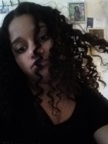 After this my hair came out silky smooth,and shiny. For my curls I used the heatless straw curls 😍😌