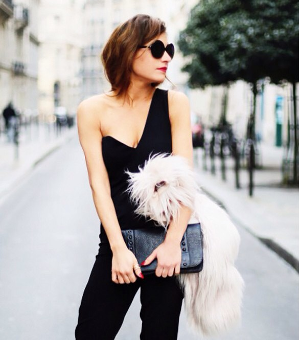 Show Skin In Unexpected Ways  Showing décolletage and too much leg? Le boring. French girls much prefer less expected ways of baring skin, like showing off the shoulders or a bare back.