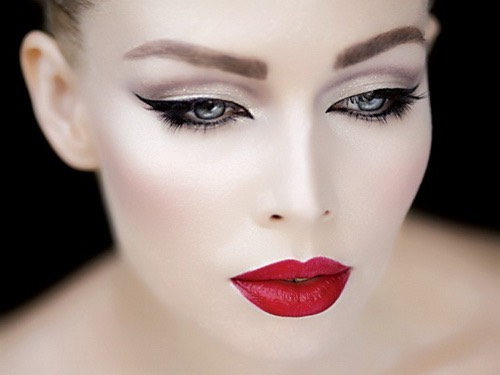 Bright red lipstick and  Eyeliner with beautiful skin
