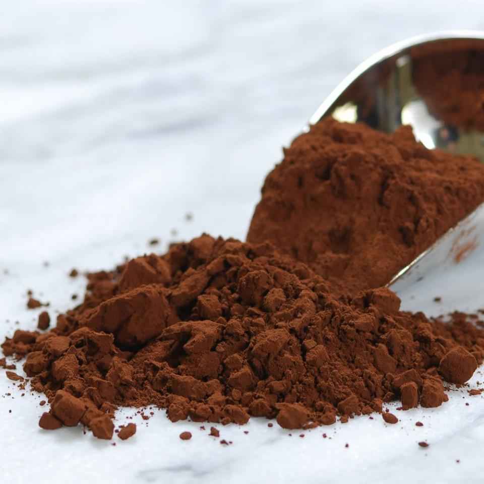 Mix cocoa powder into your sunscreen to create a tanning lotion.